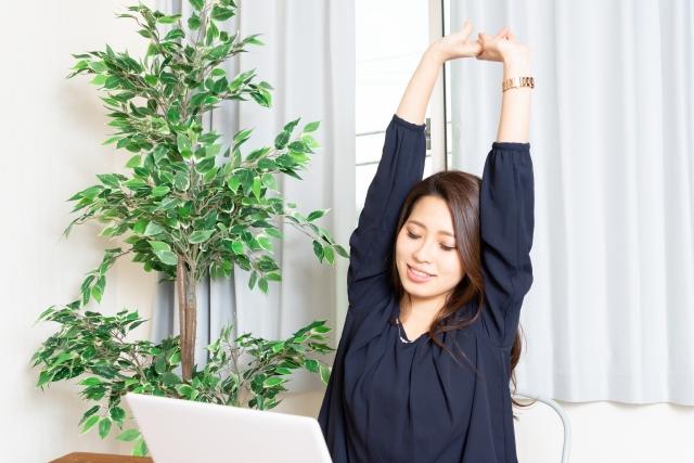オンラインダイエットパーソナルトレーニングを実施している女性